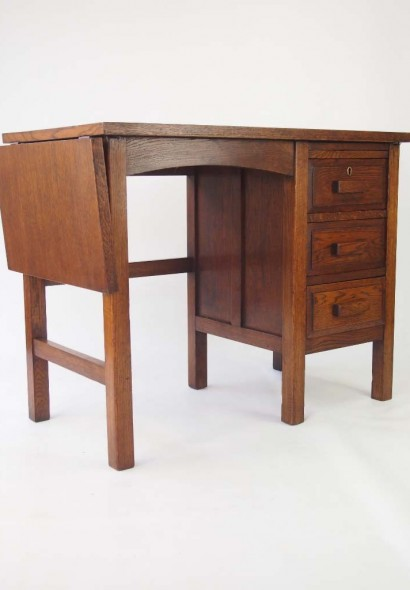 small vintage oak desk circa 1930s for sale. Black Bedroom Furniture Sets. Home Design Ideas