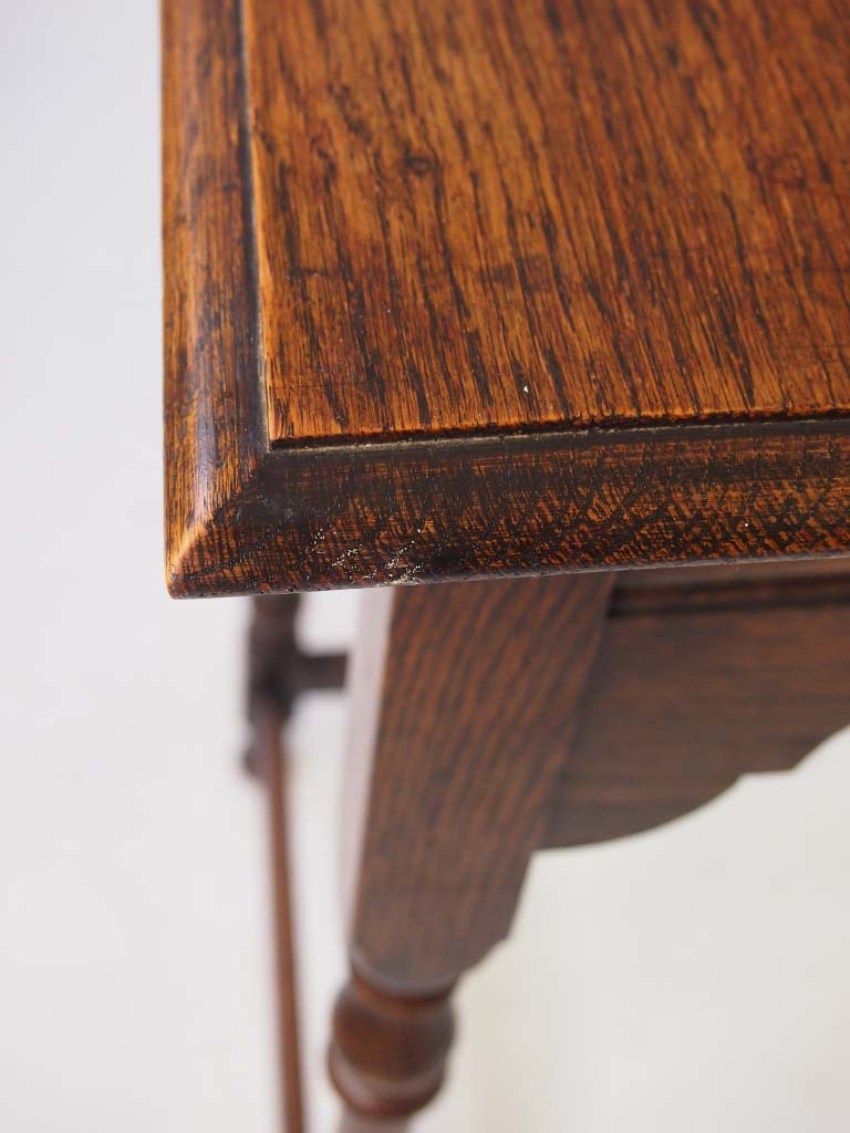 Vintage Oak Occasional Table Lamp Table