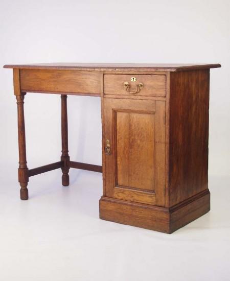 Ewdardian Oak Desk