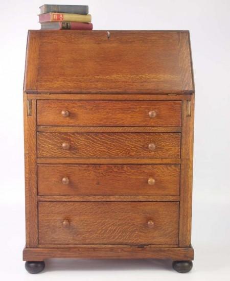 Small Vintge Oak Bureau
