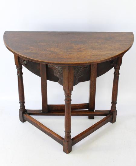 Ewdardian Oak Hall Table